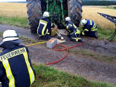Feuerwehrübung: Heuballenbrand und Personenrettung